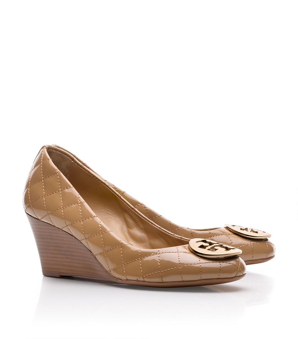 775177ddfc1e Lyst - Tory Burch Quinn Quilted Leather Wedge in Natural