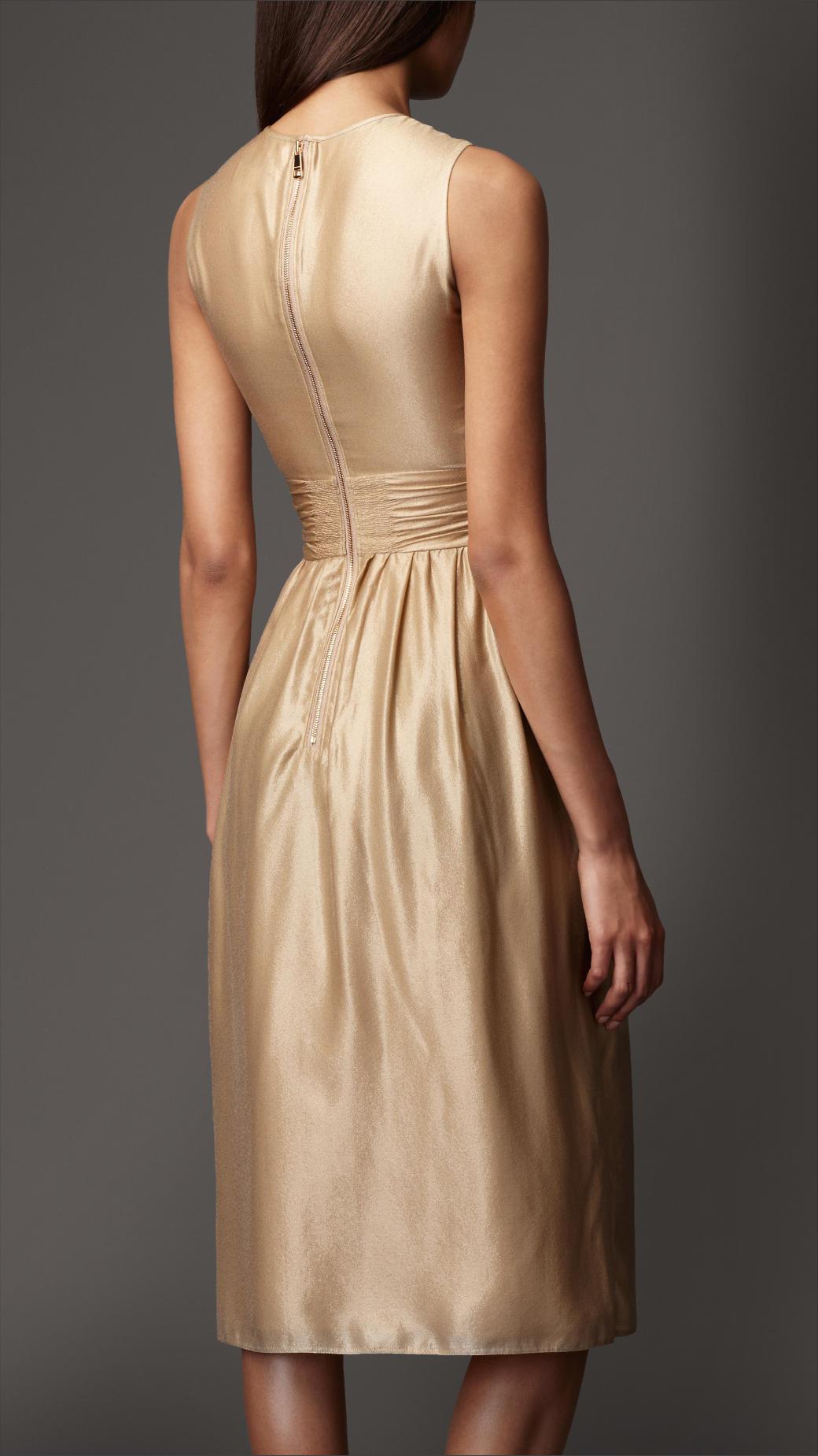 a10ef563ed5df Burberry Keyhole Gold Dress in Metallic - Lyst