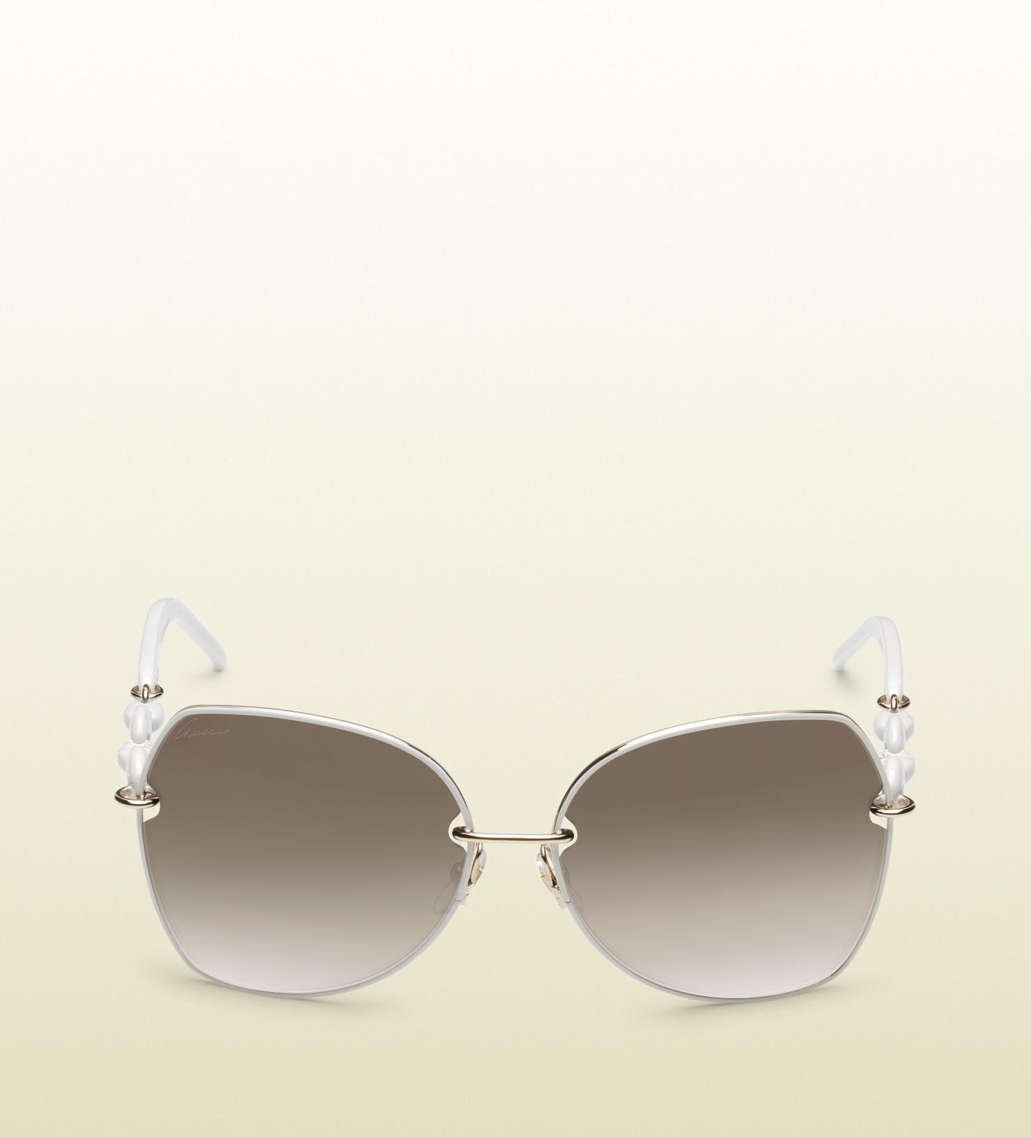 aeb1545f0c2 Lyst - Gucci Medium Oval Frame Sunglasses with Plastic Marina Chain ...