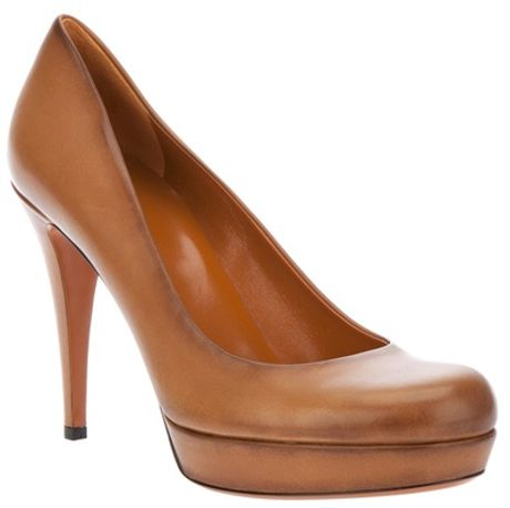 Gucci Classic Court Shoe Pump in Brown - Lyst