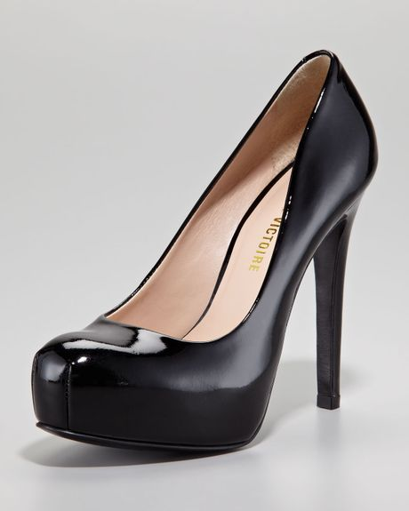 Pour La Victoire Irina Ii Patent Leather Platform Pump Black in Black