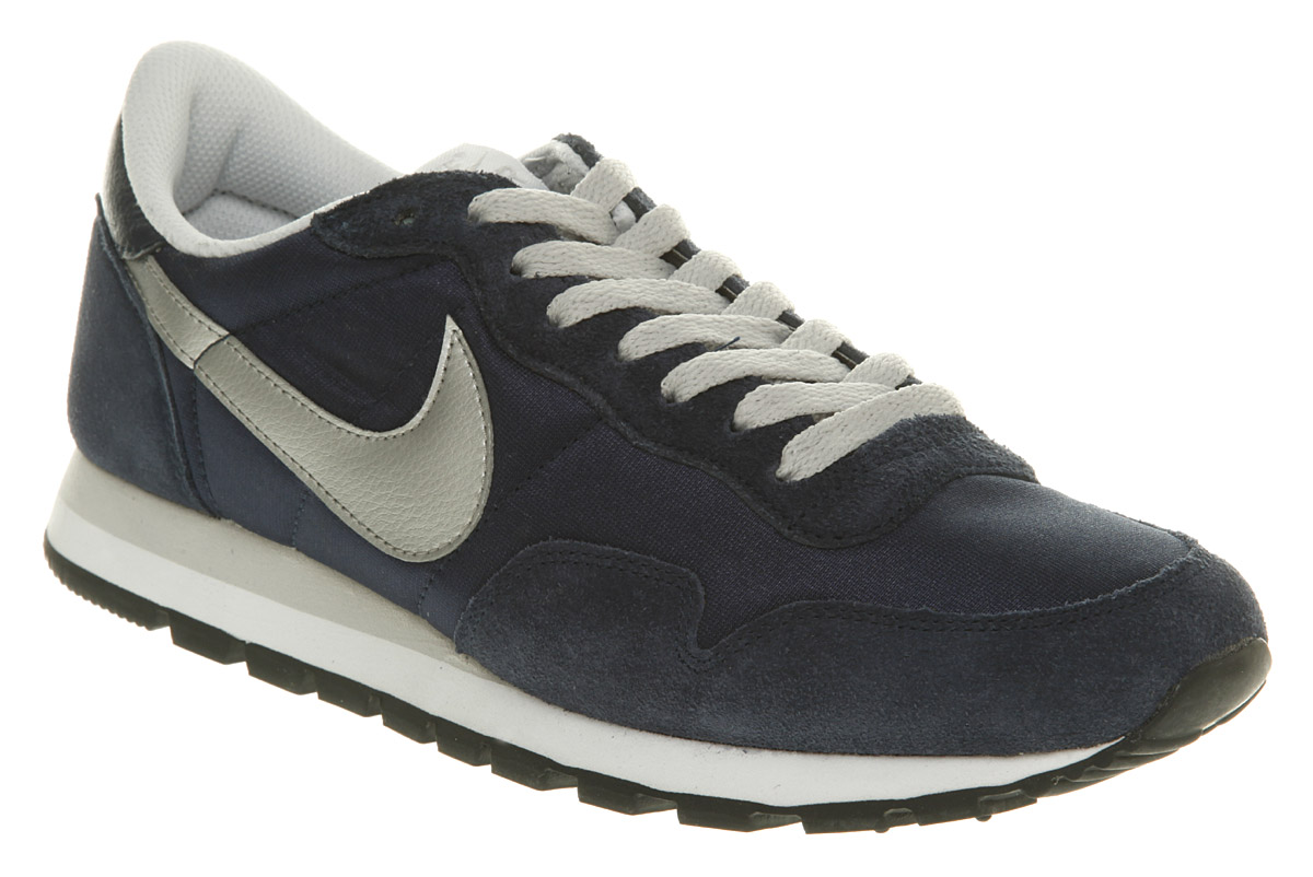 lyst nike air pegasus scarpe in grigio per gli uomini.