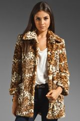 Alice + Olivia Pali Double Button Faux Fur Short Jacket - Lyst