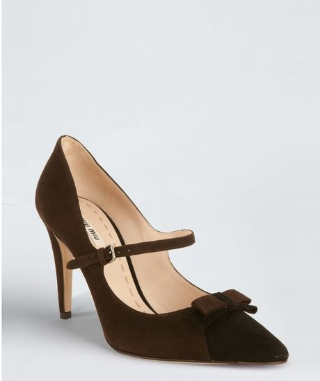 Miu Miu  Suede Cap Toe Bow Detail Pumps in Black (ebony  black)