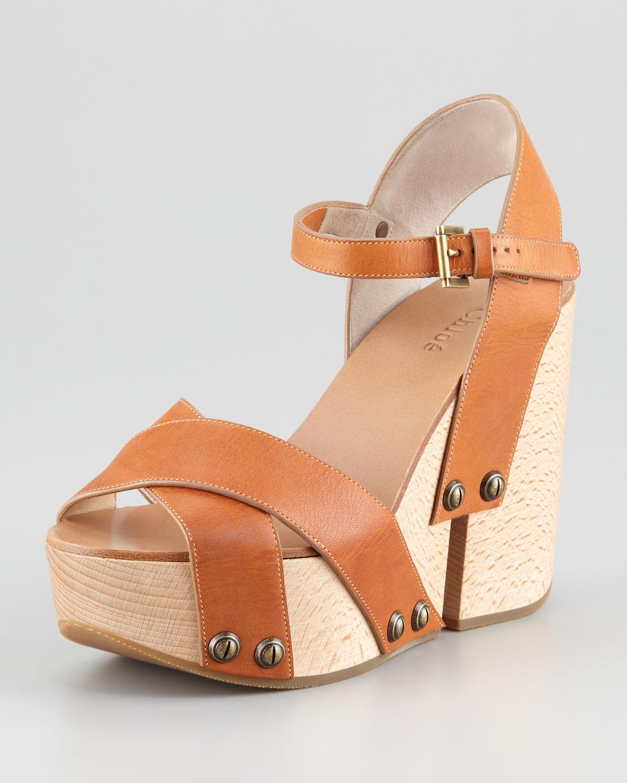 dfae35cf52bad6 Lyst - Chloé Criss-cross Platform Wedge Sandal in Brown