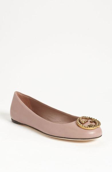 Gucci Logo Ballet Flat in Pink
