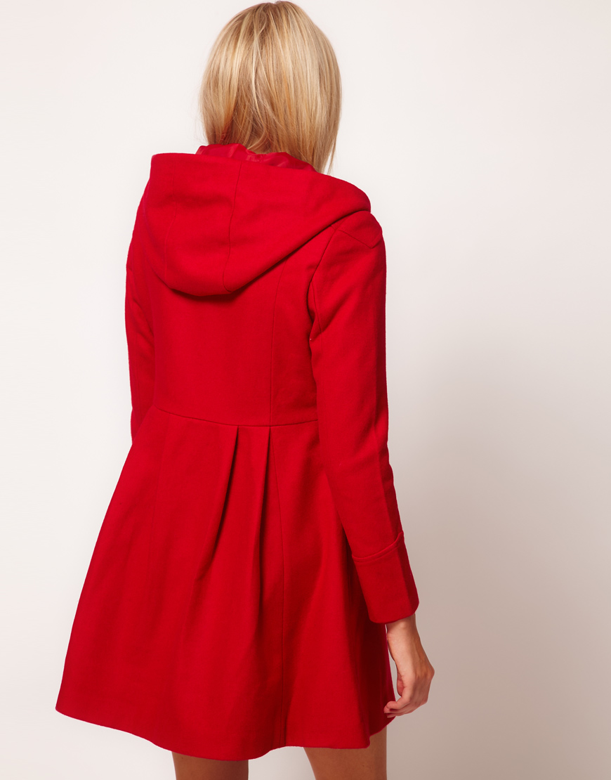 The duffle coat is an A/W classic, making our red version a sound choice for the new season. Featuring a hood, side pockets and toggle fastenings, this coat is perfect for giving your wardrobe a traditional twist.