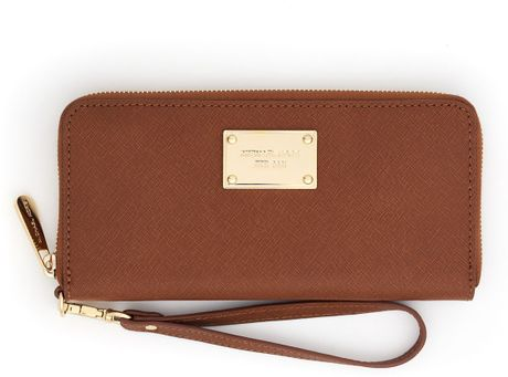 Michael Michael Kors Continental Iphone Case in Brown (luggage)