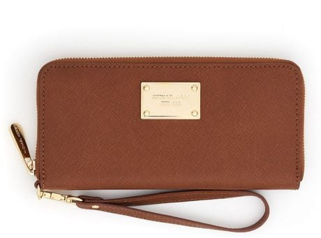Michael By Michael Kors Continental Iphone Case in Brown (luggage)