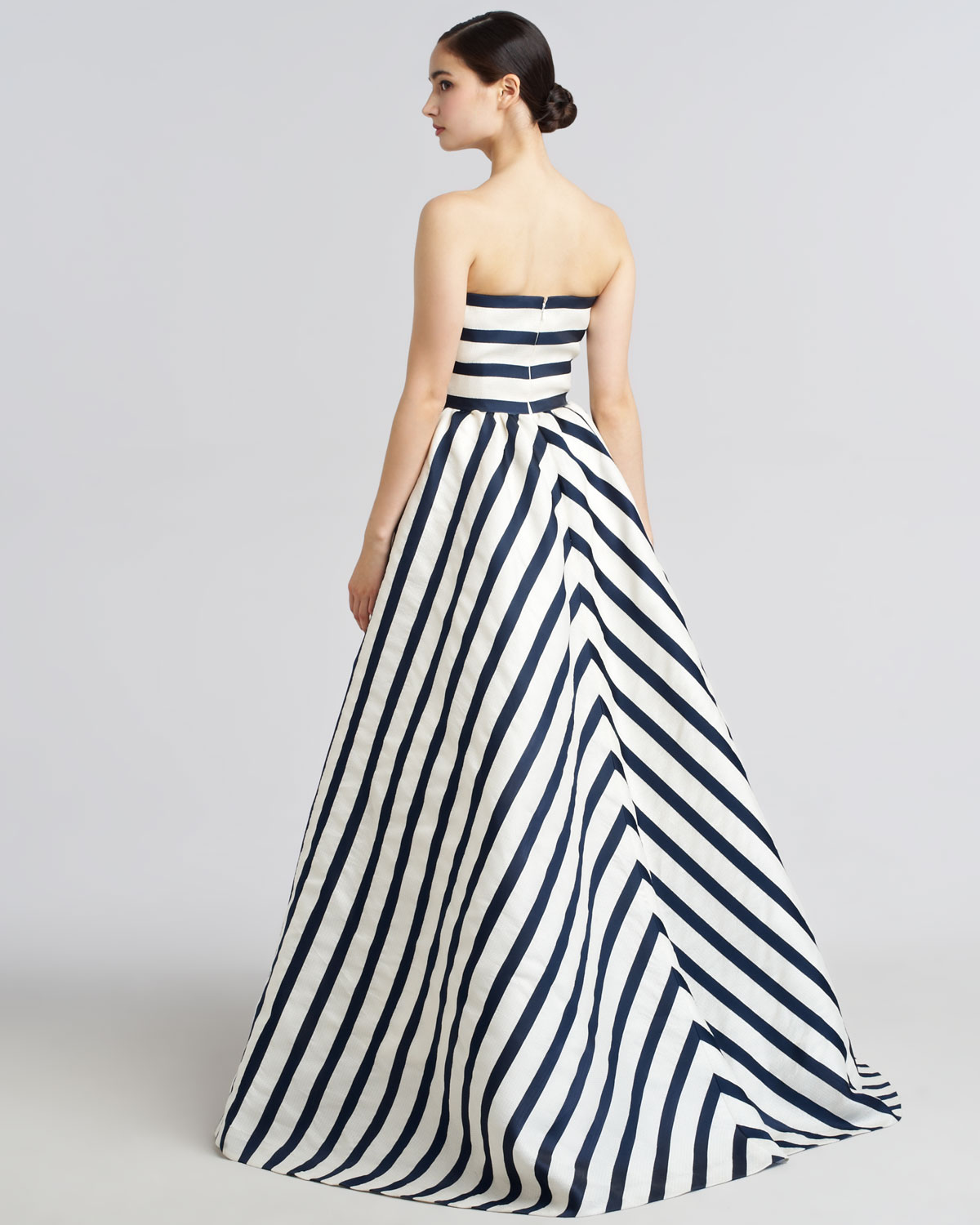 Oscar De La Renta Strapless Striped Gazar Gown in Blue - Lyst