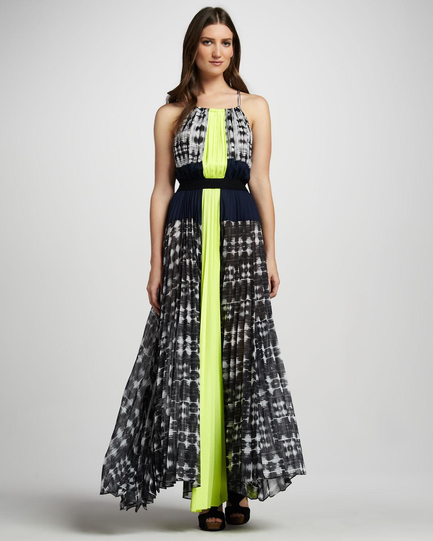 Bcbgmaxazria Printed Pleated Maxi Dress In Gray 1b1 Wht