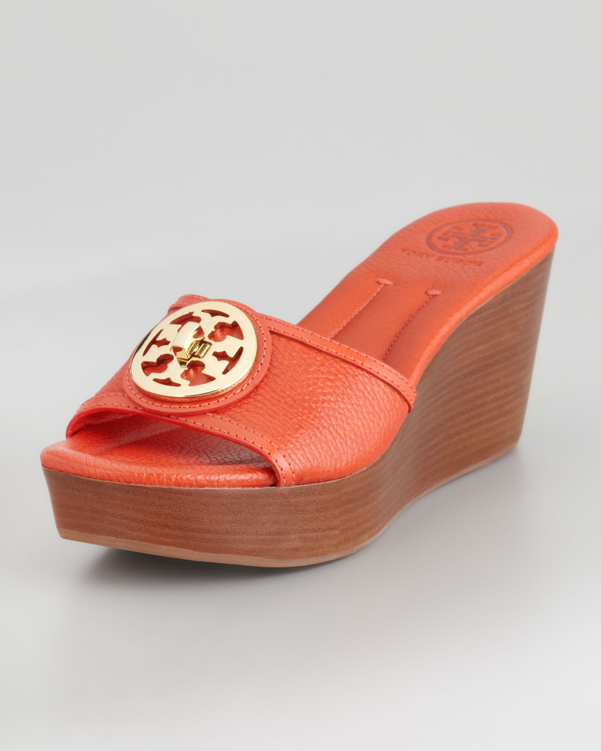 397214b2ad81 Tory Burch Selma Logo Wedge Slides in Red - Lyst