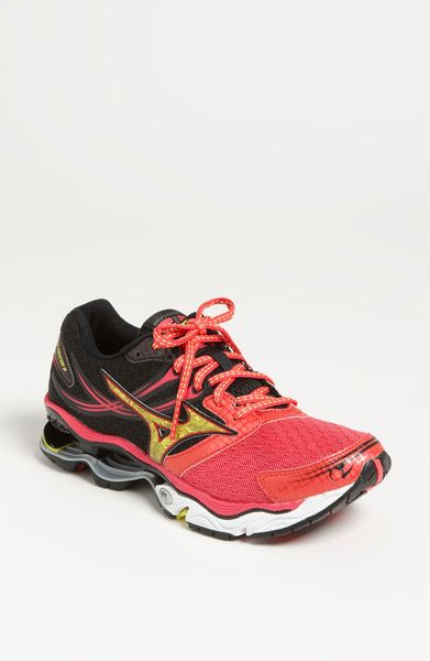 Mizuno Wave Creation 14 Running Shoe Women in (rouge red/ bolt