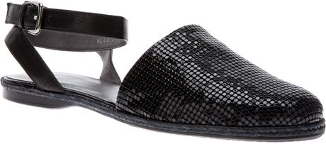 Stuart Weitzman Armour Sandal in Black