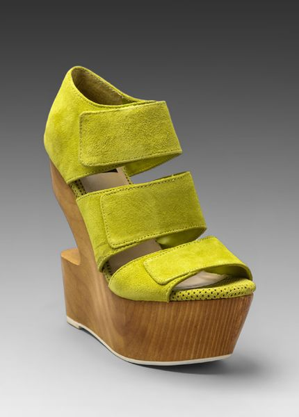 Dolce Vita Javelin Wedge In Acid Yellow Lyst