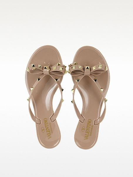 valentino rockstud powder pink flip flop in beige powder lyst. Black Bedroom Furniture Sets. Home Design Ideas