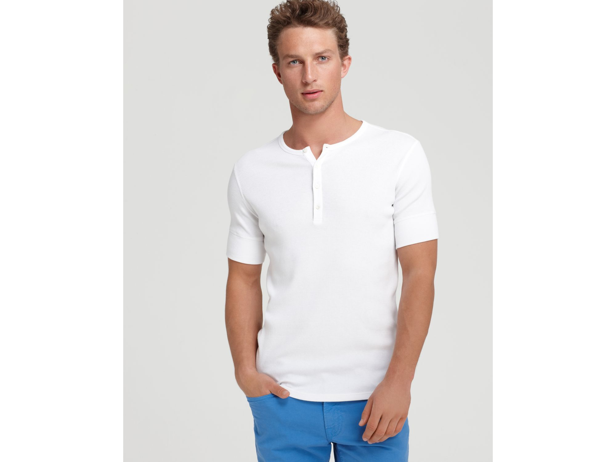 The Riggs Workwear by Wrangler Short Sleeve Henley Shirt - 3W is crafted to work as hard as you do and will be your go-to everyday comfort and performance t-shirt. This men's tee features a tagless neck label and triple needle stitching to ensure resilience.