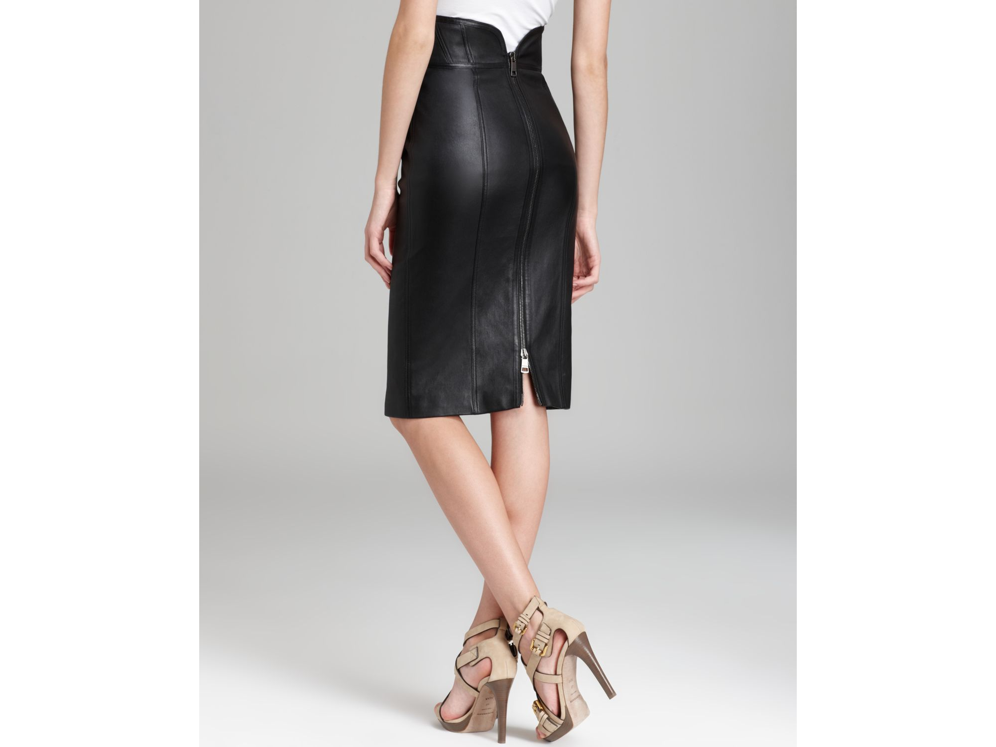 6802d70fa022 Gallery. Previously sold at: Bloomingdale's · Women's Black Leather Pencil  Skirts