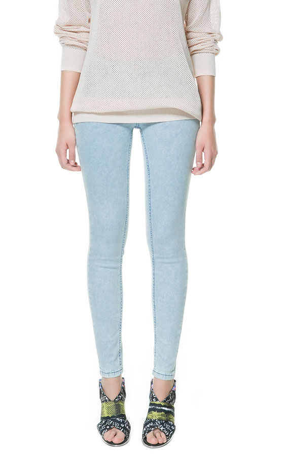Denim leggings may or may not have pockets, depending on how streamlined your like your slacks to be. They shape your figure and show off your bottom. Made in a variety of shades from pale blue to navy, denim leggings are a must have for your closet.
