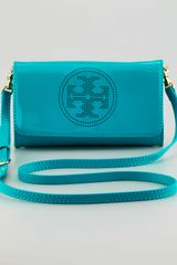 Tory Burch Perforated Logo Clutch Bag Tropical Green - Lyst