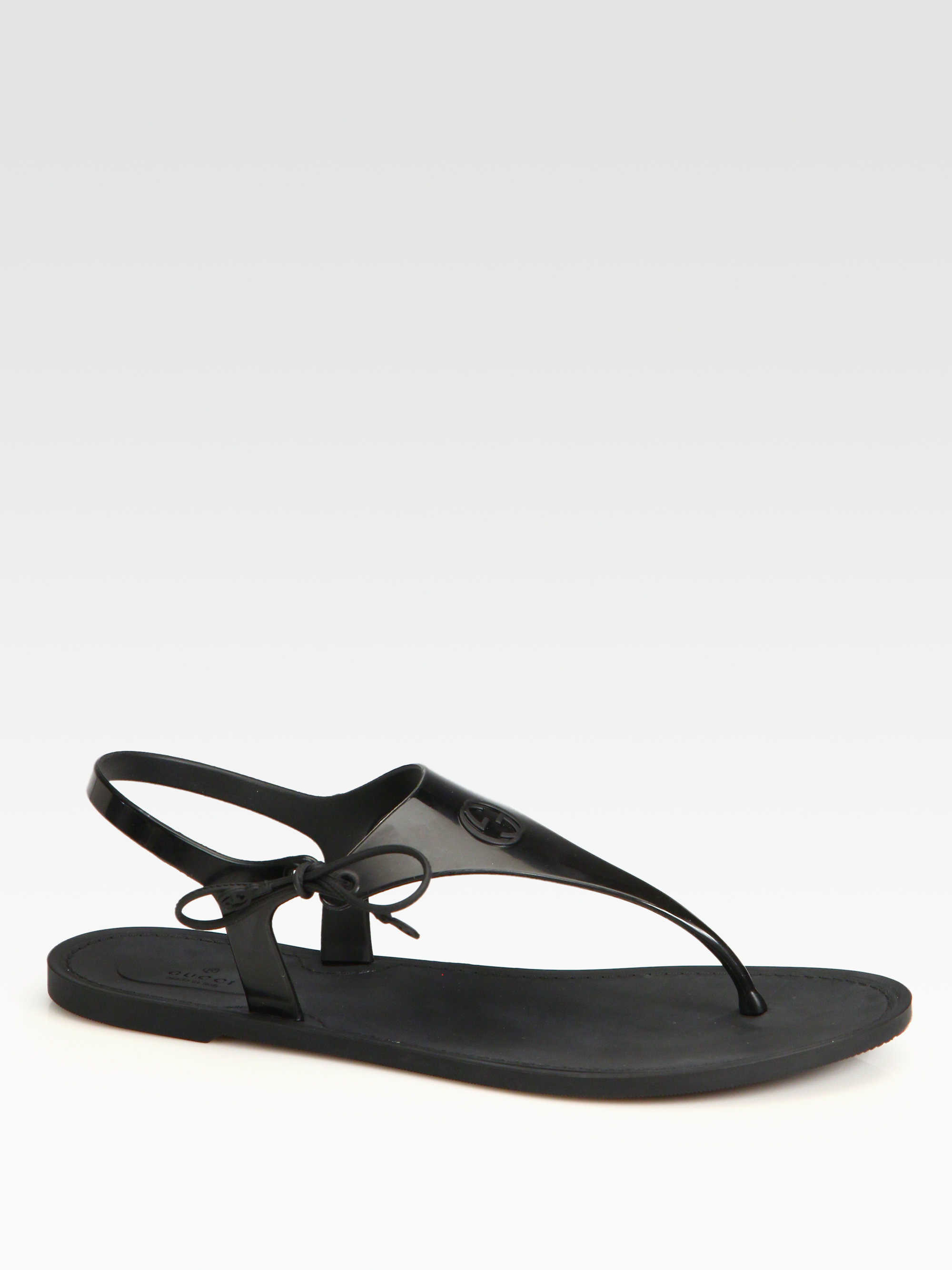 1f99d0e53 Gucci Katina Rubber Thong Sandals in Black - Lyst