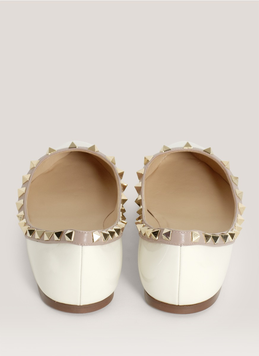 1406ffd7b7c5 Lyst - Valentino Studded Pointed-toe Flats in White