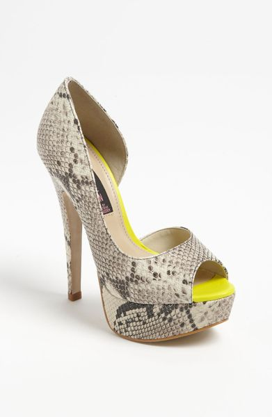 Steven By Steve Madden Amplifyd Platform Pump in Beige (natural snake)