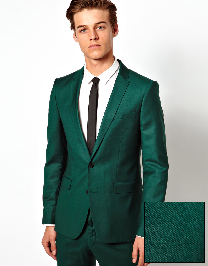 Tommy Hilfiger men's blazer. This designer favorite is distinguished by light structuring and a fitted yet comfortable silhouette. Soft shoulders deliver a more relaxed feel.