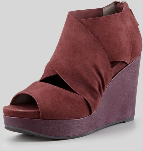 eileen fisher draw draped suede wedge in bordeaux dp