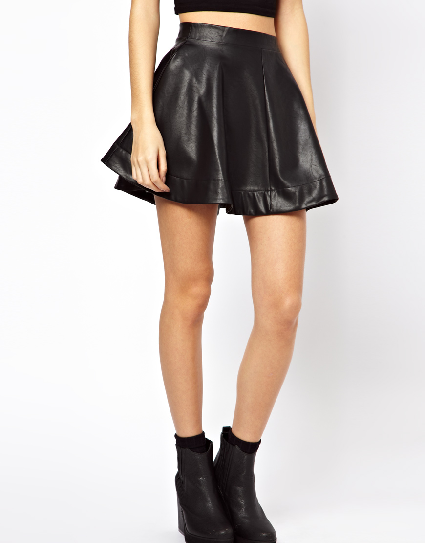 Crafted from supple glove leather, our Loraine skater skirt is a chic take on the flattering skater style. Lightweight, with silk lining for an effortless everyday look. Made to measure with leather waistband, invisible zip fastening, gorgeous lining. Intricately crafted leather pleats. Luxurious glove leather .
