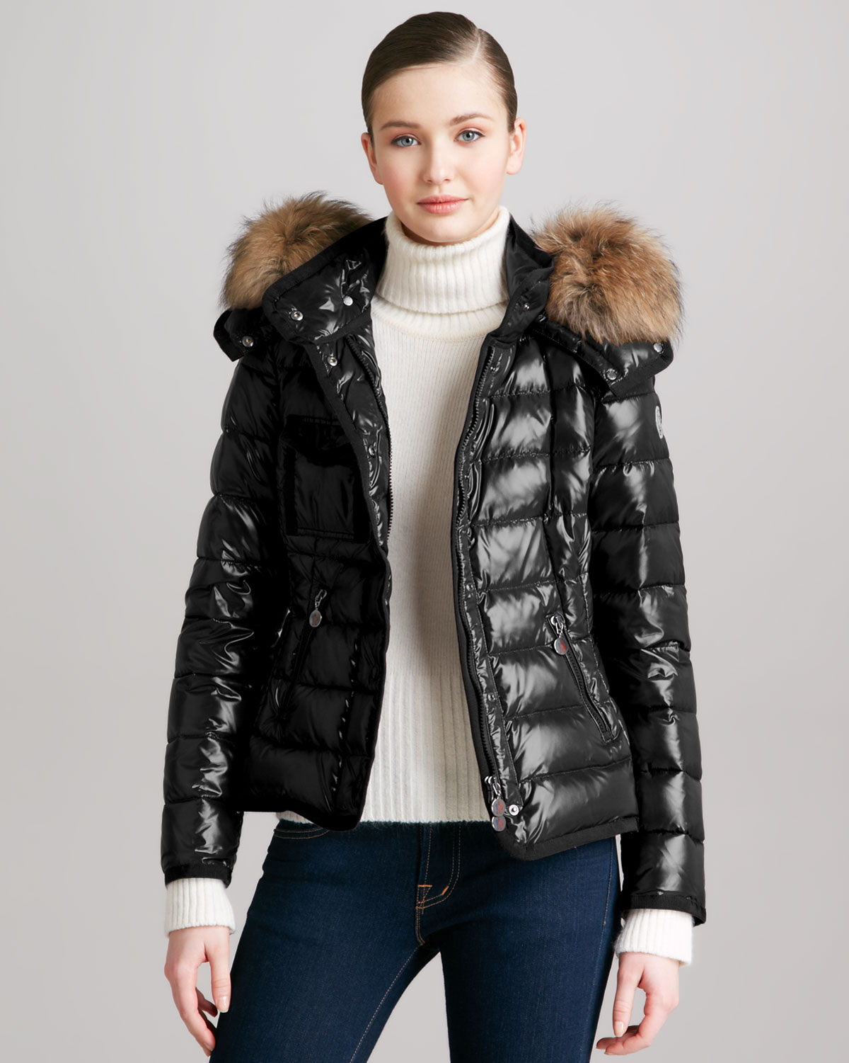 Moncler Short Puffer Jacket with Furtrimmed Hood in Black | Lyst