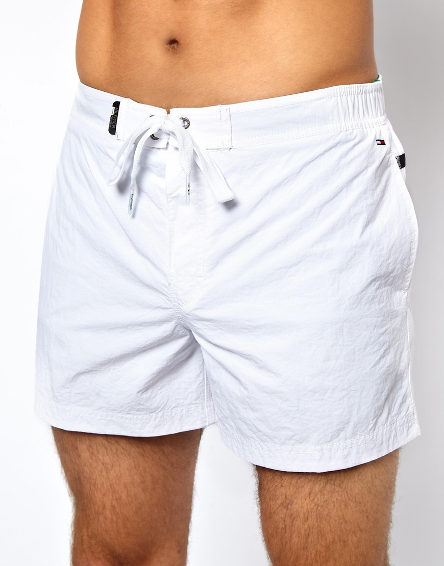 Your favorite white jean now comes in a pair of shorts, with a hint of stretch for a comfortable fit. Cotton with stretch. Zip fly. Traditional 5-pocket styling.