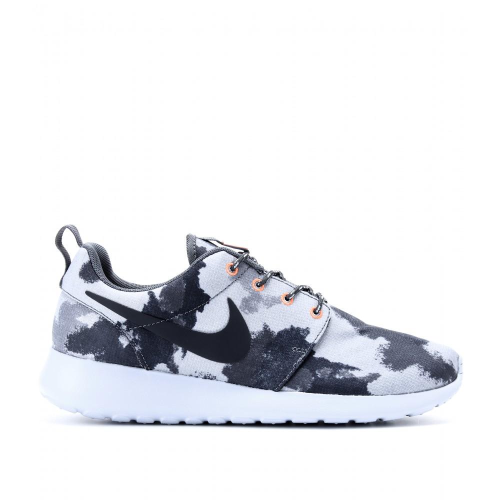 98e394e55ae0 Lyst - Nike Roshe Run Printed Sneakers in Gray
