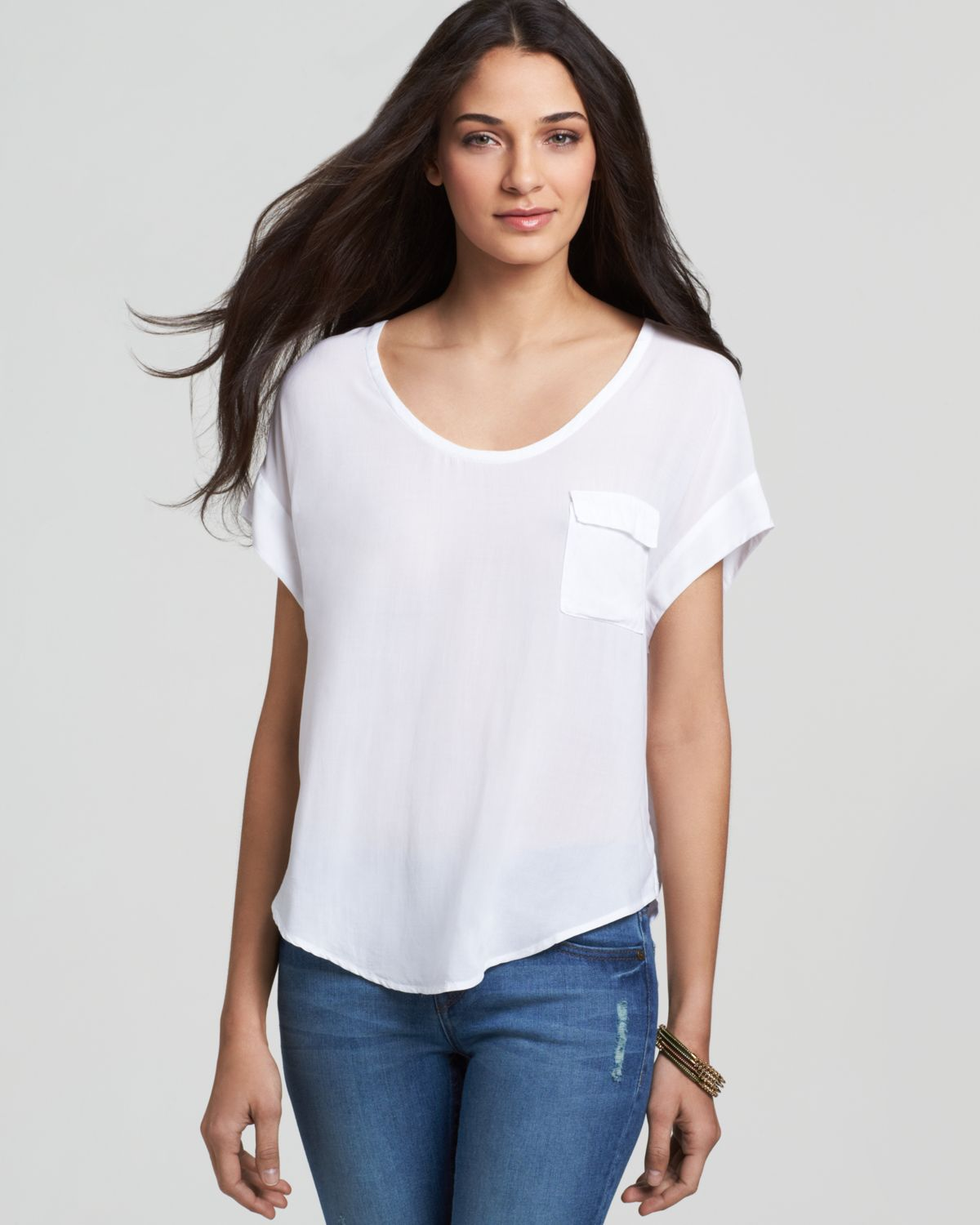 "Aug 14,  · ""The T-shirts I like — and the ones I think generally do the best job — are a sort of baby tee/crop top/undershirt hybrid: small and boxy, crewnecked, lightly structured, and subtly cropped at the waist and the arms. This is the tee you imagine you could find at a vintage store for $15, but will not."