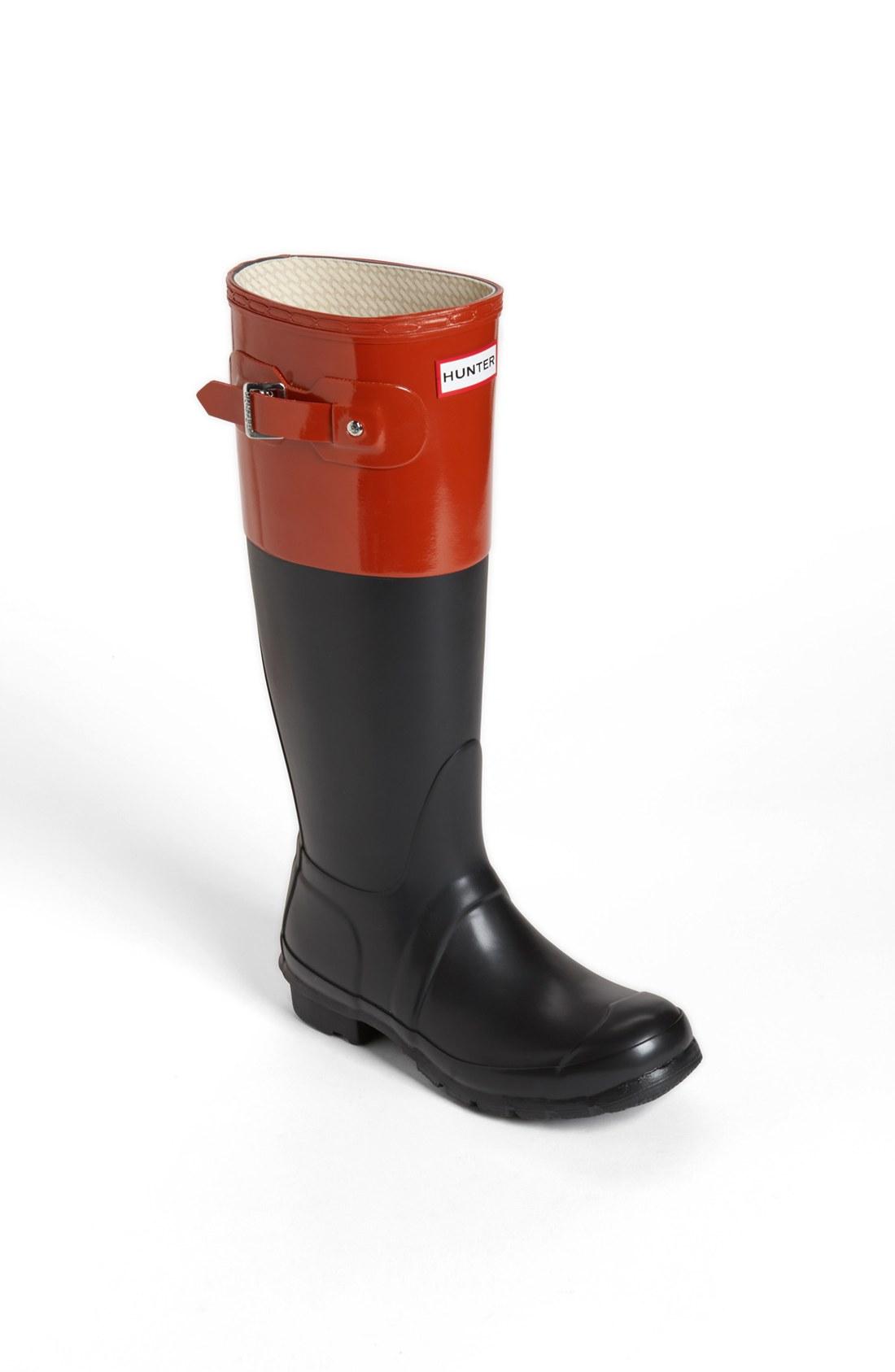 hunter original colour block rain boot in red black