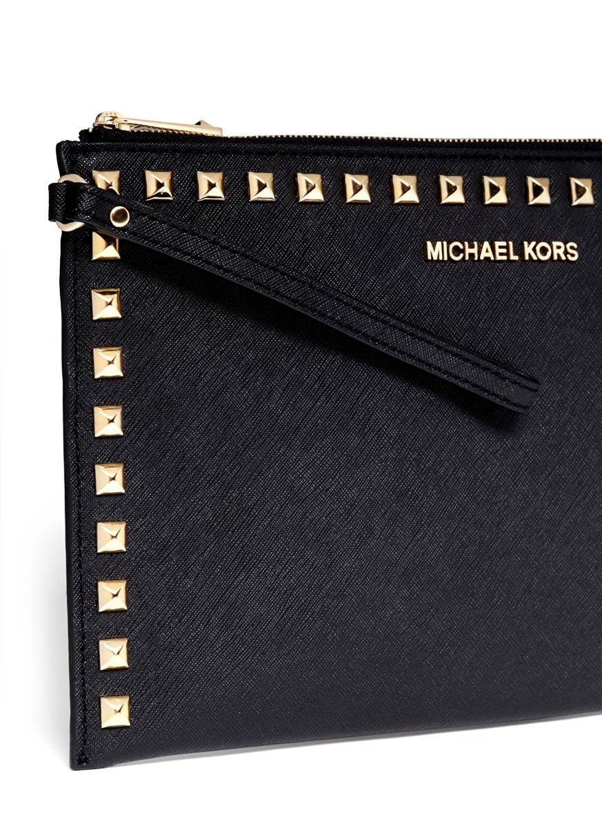 2880c063a2f5 Michael Kors Selma Studded Leather Clutch in Black - Lyst