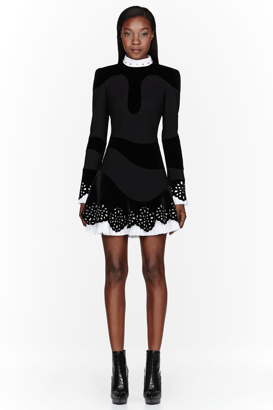 Lyst Alexander Mcqueen Black Velvet Laser Cut Lace Dress