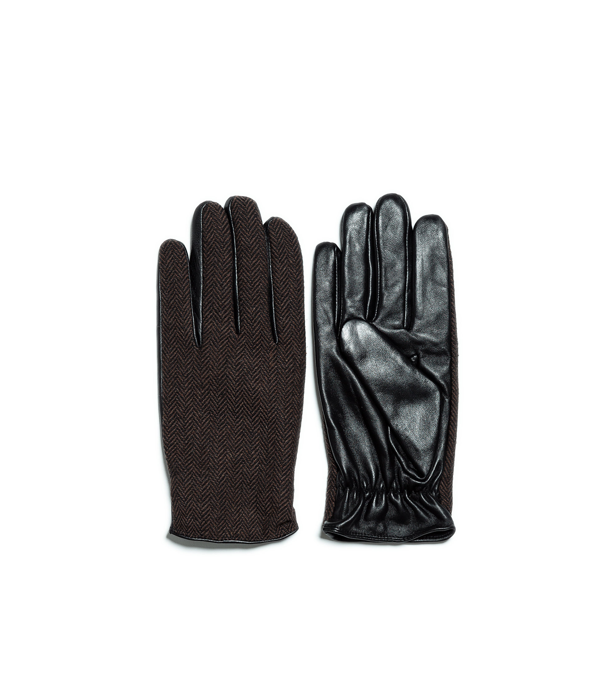 We offer a wide range of men's hats, gloves and leather gloves that will help you fight the freeze. Shop online or in store.