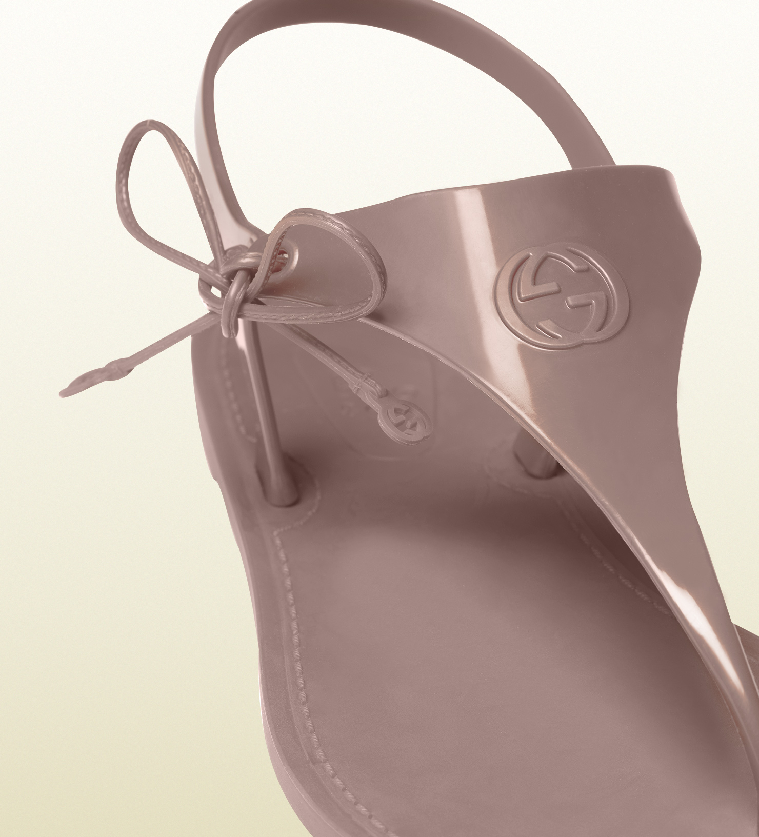aa4fcb588 Gucci Katina Light Pink Rubber Thong Sandal in Gray - Lyst
