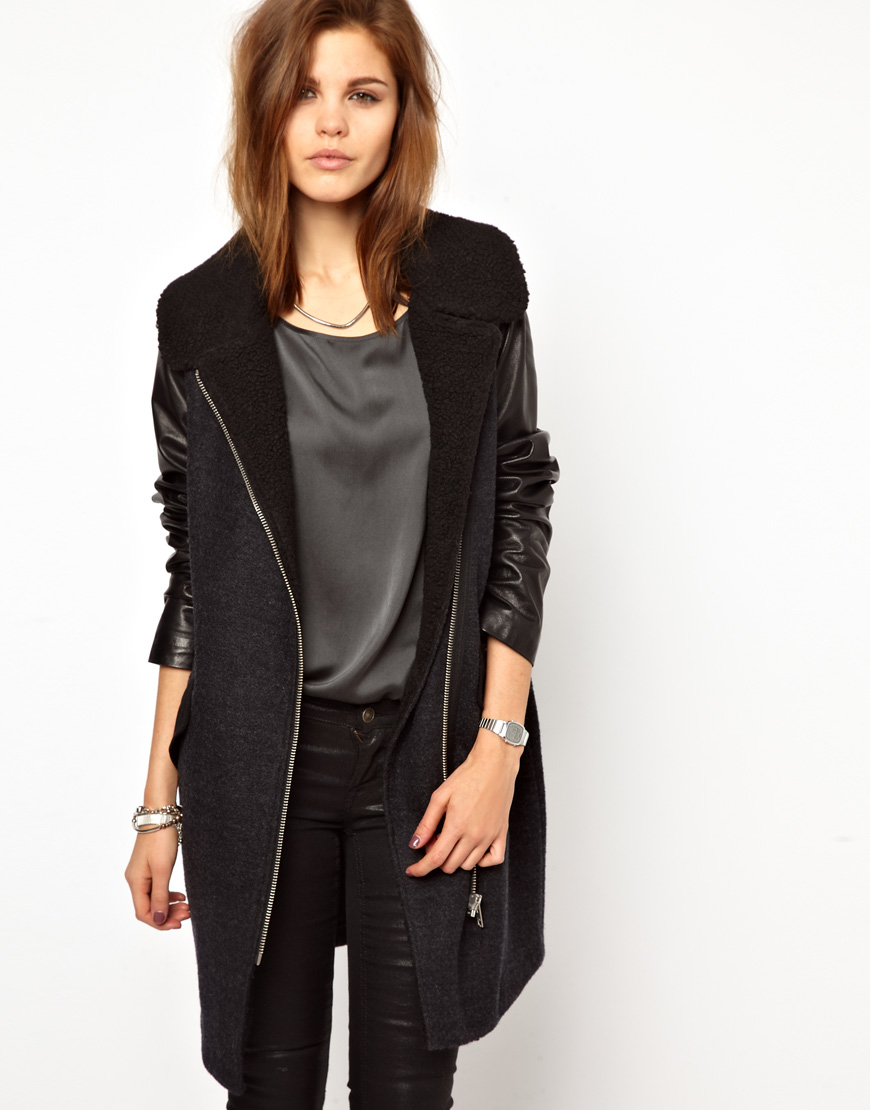 A leather sleeve coat or jacket, however, is the perfect balance between the elegant edge of leather and the toned-down, casual look of fabrics such as canvas and wool. You can rock this cool combination by buying a leather sleeve coat on eBay, where reliable sellers provide an outstanding selection.