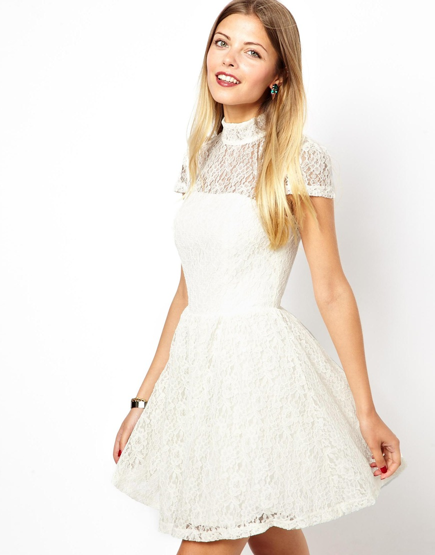 Skater dress in lace with high neck