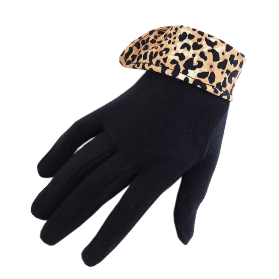 Black gloves with leopard trim -