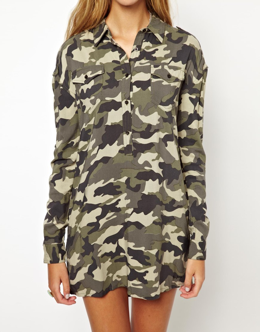 Lyst pepe jeans camo military shirt dress in green for Green camo shirt outfit