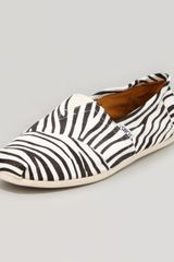 Toms Zebraprint Calf Hair Slipper Blackwhite - Lyst