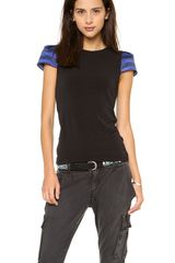 Alice + Olivia Kline Boat Neck Zip Back Tee - Lyst