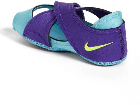 nike studio wrap training shoe in purple purple gamma