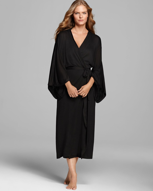 black robe Everquest item information for flowing black robe.