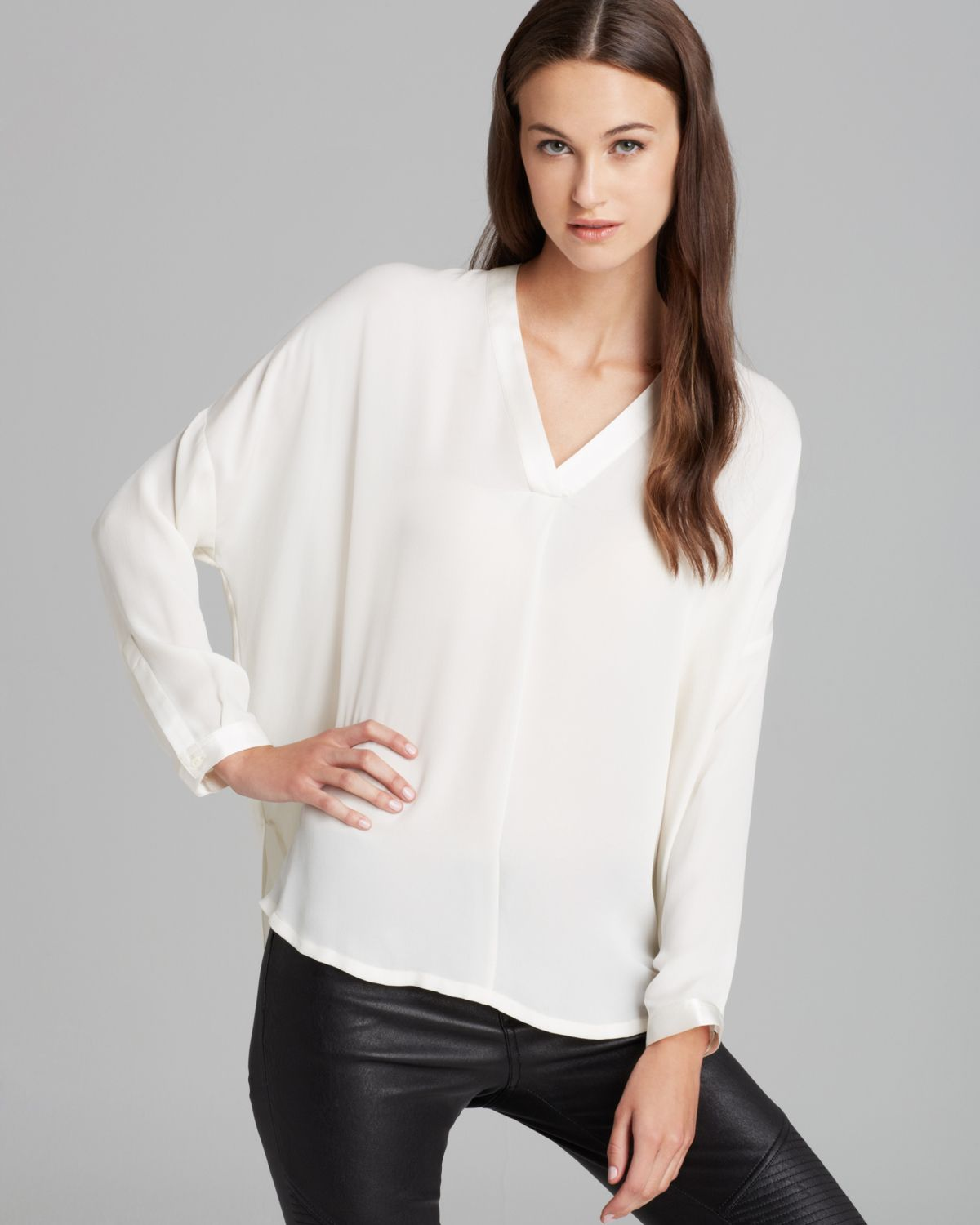 39e4a09559da48 Vince Blouse Vee Placket Silk in White - Lyst