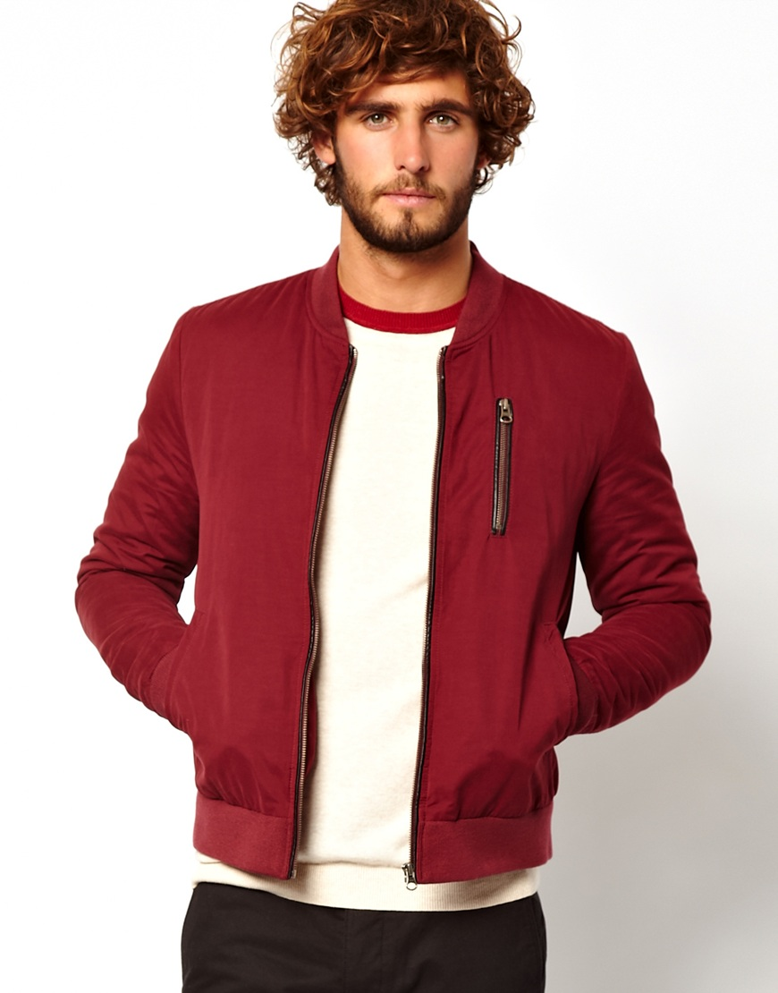 Red leather jackets provide a combination of a masculine design aesthetic with a bold and bright color, allowing men to stand out in any surroundings. For this reason, men's red leather motorcycle jackets are popular among bikers and many others.
