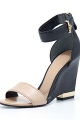 Tory Burch Carolyn Leather Wedge Sandal Beigeblack - Lyst